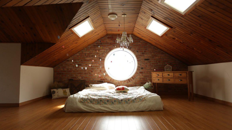 Chambre avec lambris